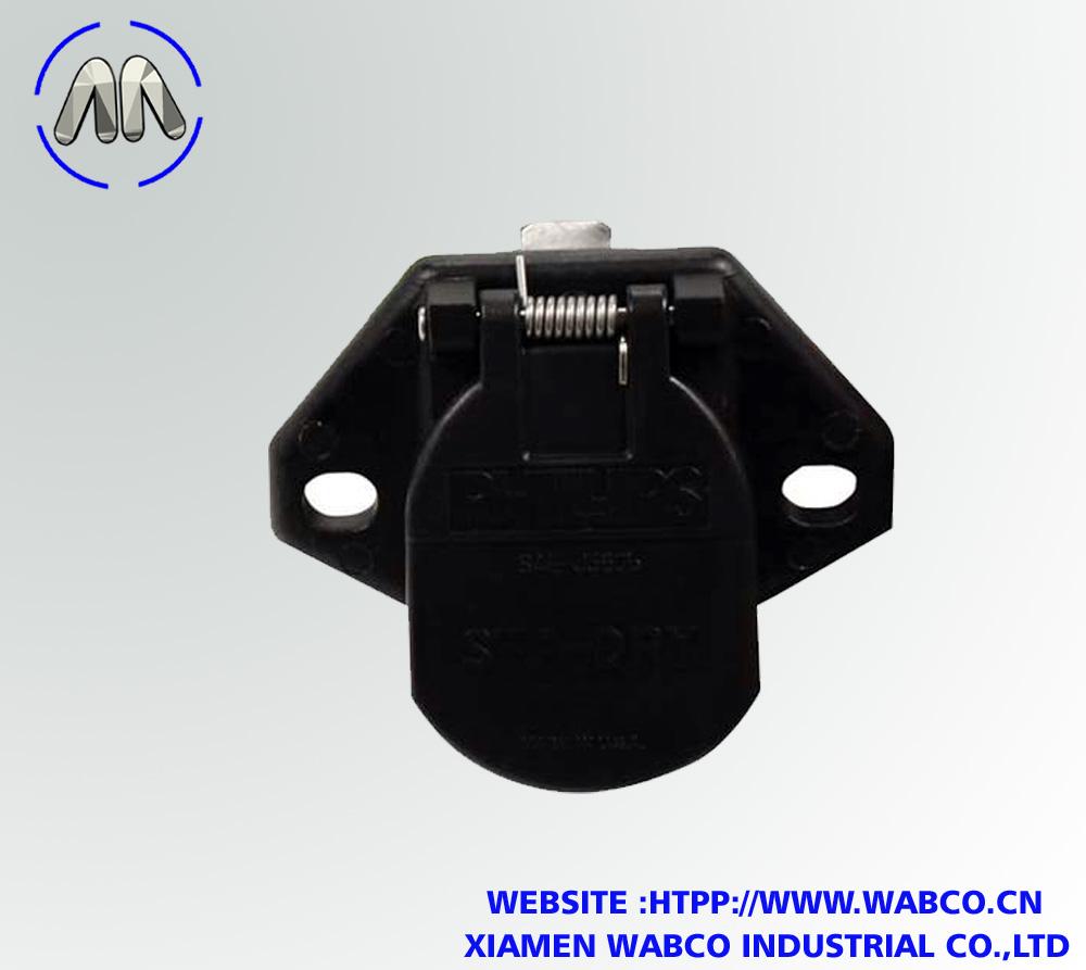 16-726 QCS 7-Way Wiring Socket